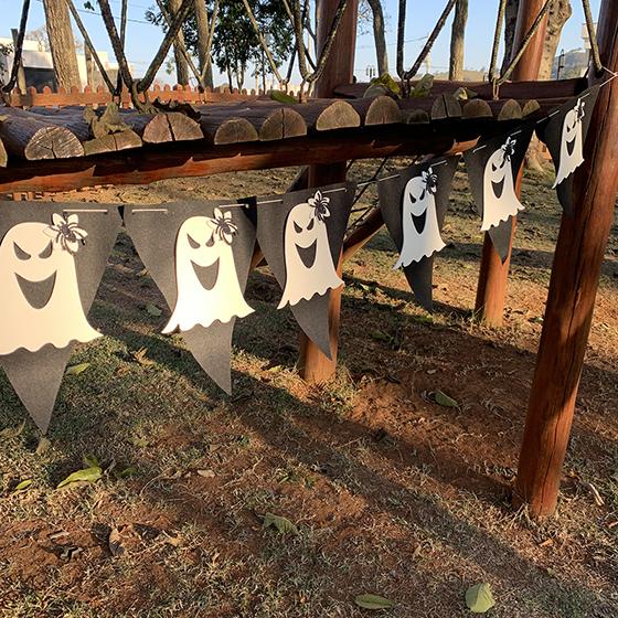 Bandeirinha Fantasma Menina Decoração de Halloween - 2 metros