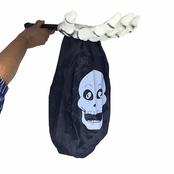 Pegador de Doces Halloween Mão Branca