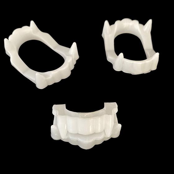 Dentadura de Vampiro Branca - 25 unidades
